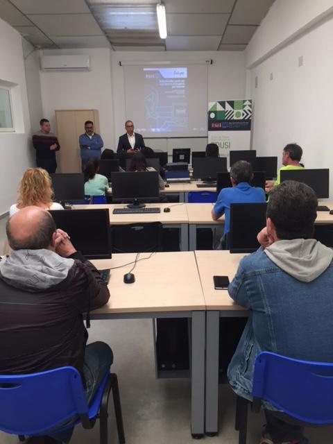 El Ayuntamiento pone en marcha una nueva aula de formación en el CED y el curso de búsqueda de empleo por Internet